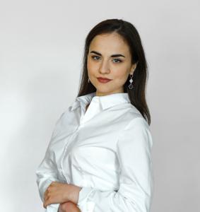 На фото Миняева